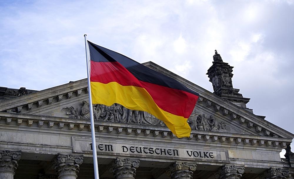 Немецкие политики отказываются общаться с американским послом