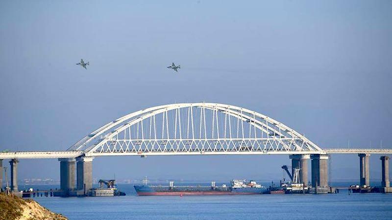 Украина захватила российский танкер, но отпустила моряков