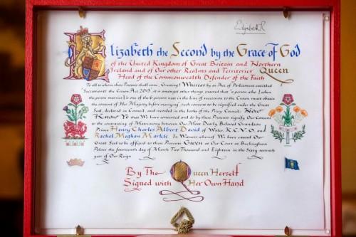Королева Елизавета II официально задокументировала свое согласие на брак принца Гарри и Меган Маркл
