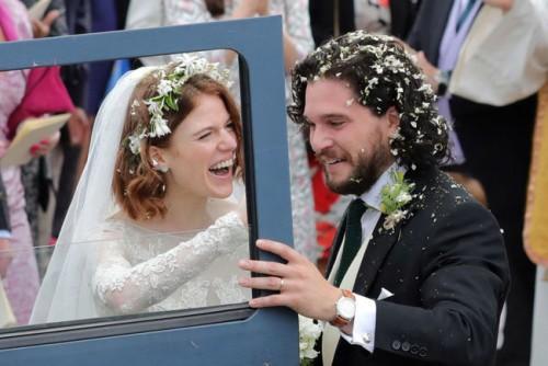 Кит Харингтон и Роуз Лесли поженились в Шотландии