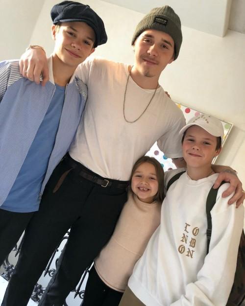 Семья Бекхэмом воссоединились накануне зимних праздников