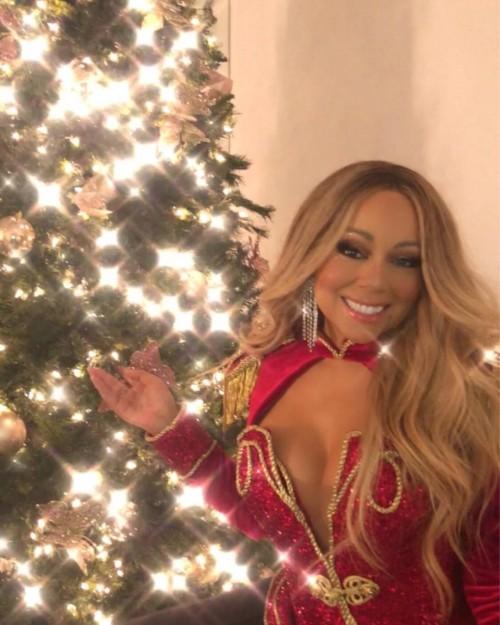 Всё, что нужно знать о рождественской песне Мэрайи Кэри «Аll i want for christmas is you»
