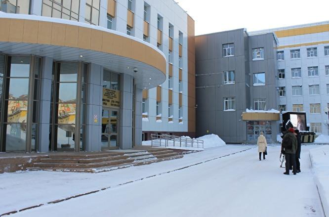 Губернатор ХМАО Наталья Комарова не контролирует ситуацию на местах: к мэру Нефтеюганска пришли люди в масках под надуманным предлогом