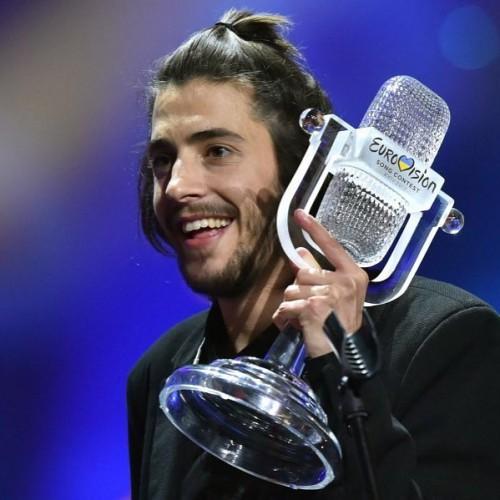 Победитель «Евровидения-2017″ Сальвадор Собрал вновь на сцене после пересадки сердца