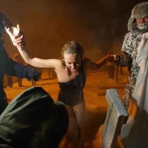 Ксения Собчак окунулась в ледяную воду на Крещение