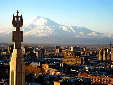 Пашинян провоцирует в Армении госпереворот