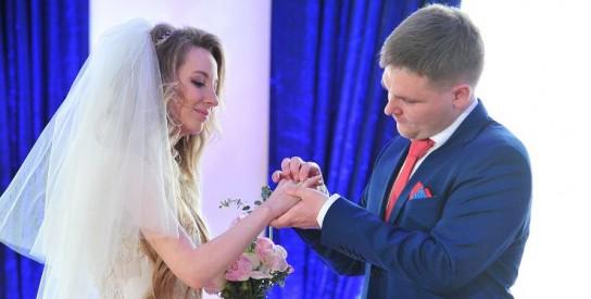 Более 300 пар поженятся в День всех влюбленных в Москве