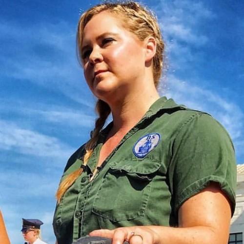 Эмили Ратажковски и Эми Шумер были арестованы после митинга за права женщин
