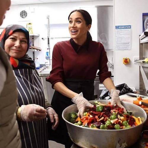 Беременная Меган Маркл приготовила обед для нуждающихся