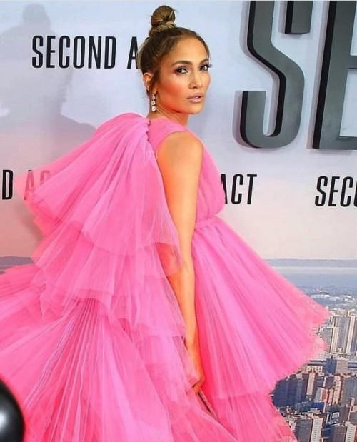 Дженнифер Лопес очаровала всех нарядом на премьере «Начни сначала»