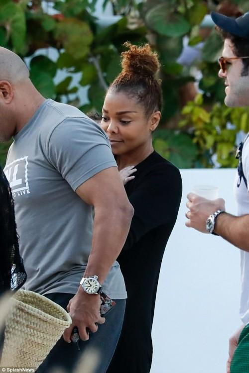 Джанет Джексон с сыном и неизвестным мужчиной отдыхают в Майами