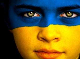Украинцы выступают за прекращение боевых действий в Донбассе