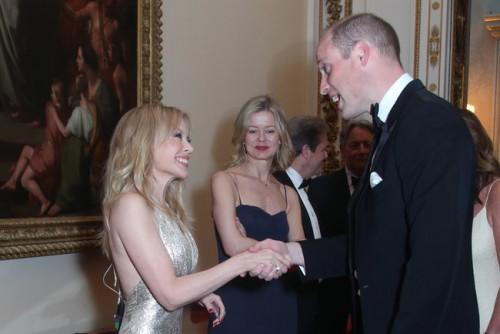 Кайли Миноуг посетила Букингемский дворец и пообщалась с принцем Уильямом