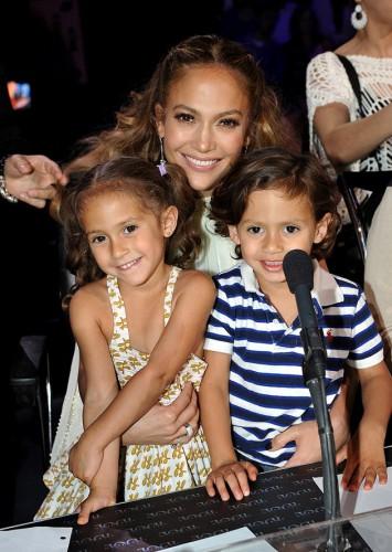 Дженнифер Лопес поздравила детей с днем рождения