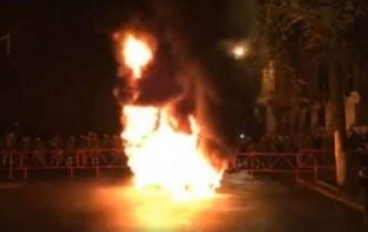 Активисты Майдана штурмуют виллу Порошенко: «Петро, подлый трус, выходи!»