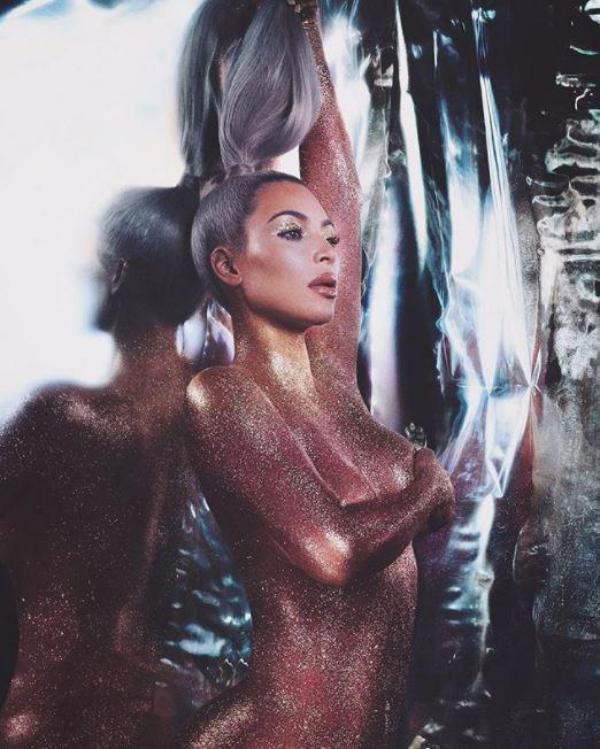 Ким Кардашьям: вечное сияние золотого тела