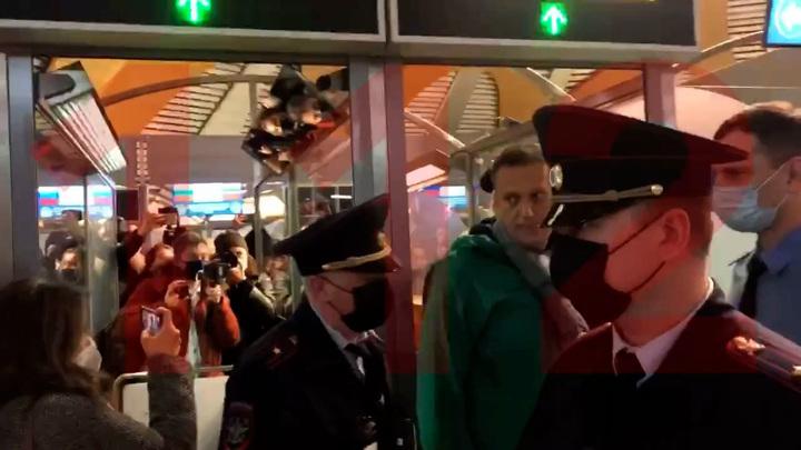 ФСИН задержала Навального на паспортном контроле в аэропорту «Шереметьево»