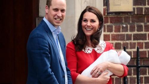 Принц Луи получил свидетельство о рождении и познакомился с королевой Елизаветой II