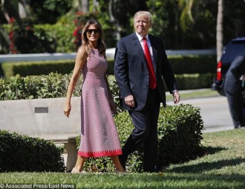 Мелания и Дональд Трамп на пасхальной службе в Палм-Бич