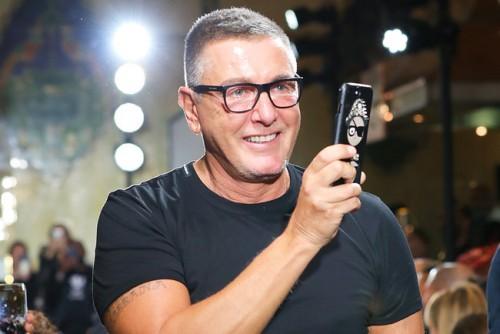 Известные стилисты отказываются работать с Dolce & Gabbana в защиту Селены Гомес