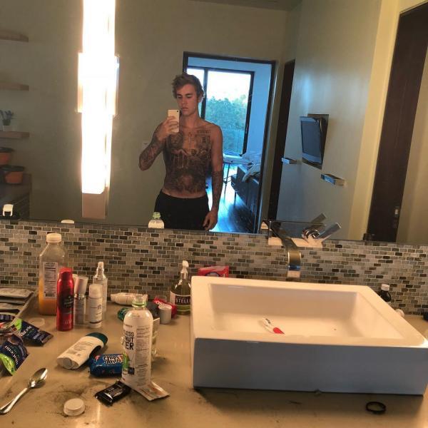 Джастин Бибер шокировал фанатов новым тату