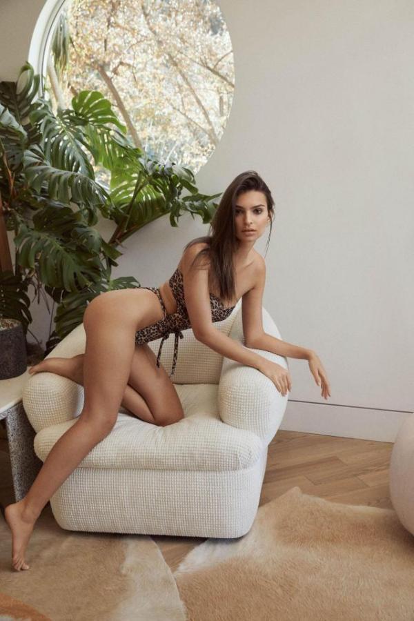 Эмили Ратаковски в новой рекламе купальников