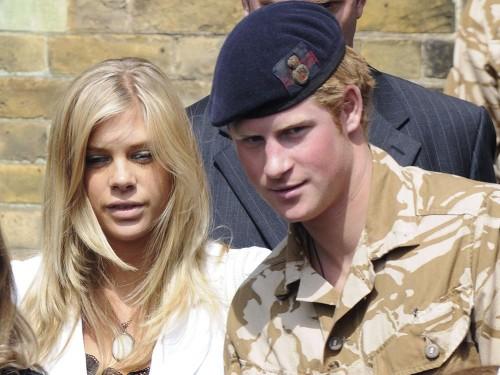 Бывшая девушка принца Гарри впервые вышла в свет после новости о его помолвке