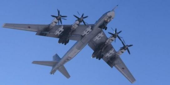 Американские F-22 попытались испугать русских «Медведей» Ту-95