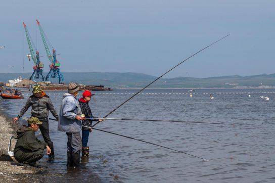 Губернатор Чукотки Роман Копин поручил сформировать доступные и удобные для населения рыболовные участки