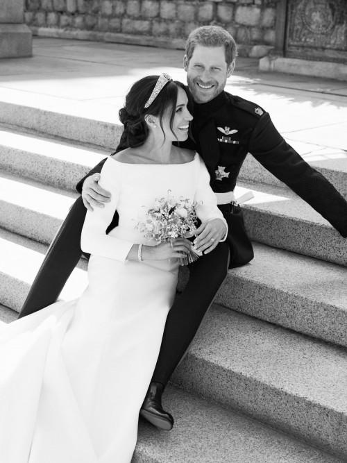 Опубликованы первые официальные фото с королевской свадьбы