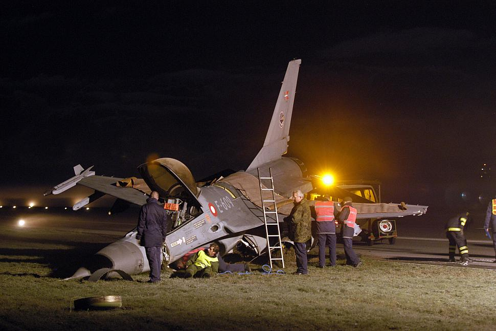 Американские истребители F-35 и F-22 опозорили США