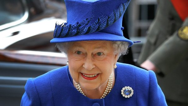 Королева Британии сравнила Трампа и Обаму с «шумными назойливыми вертолетами»