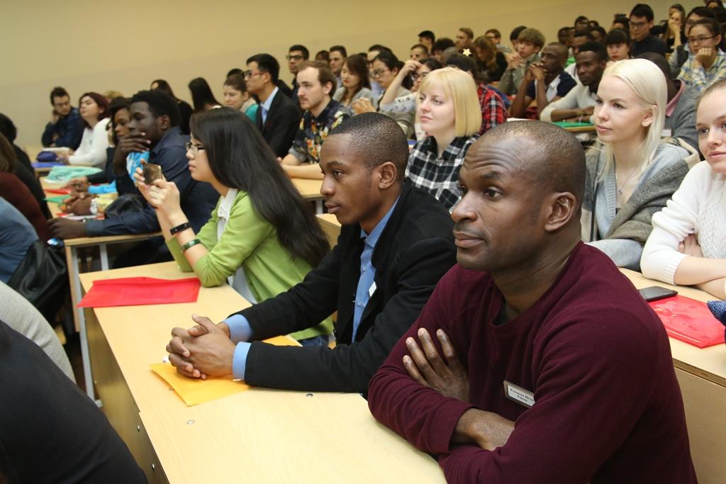 Иностранным студентам предложили работать в России