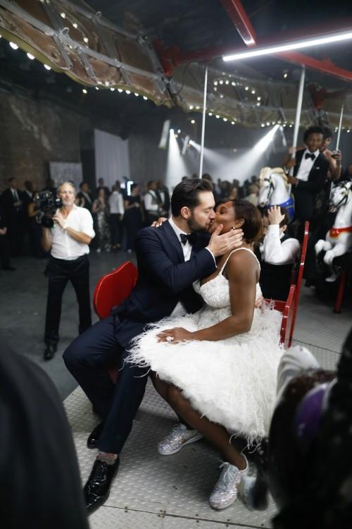 Появились первые фотографии со свадьбы Серены Уильямс и Алексиса Оганяна