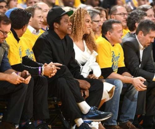 Джей Зи и Бейонсе на баскетбольном матче