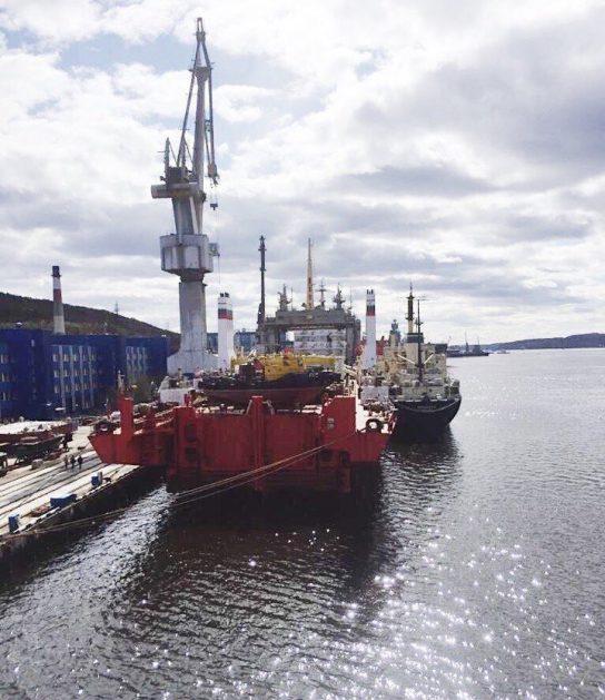 Первый в мире плавучий энергоблок для Чукотки пришвартовался в Мурманске
