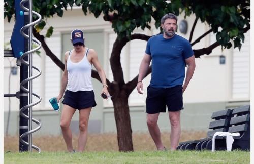 Бен Аффлек и Дженнифер Гарнер с детьми посетили Sealife Park в Гонолулу