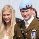 Инсайдер говорит: принц Гарри заставил бывшую прийти на свою свадьбу