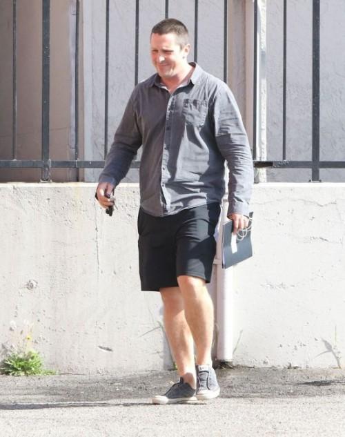 Кристиан Бейл набрал вес и перевоплотился до неузнаваемости