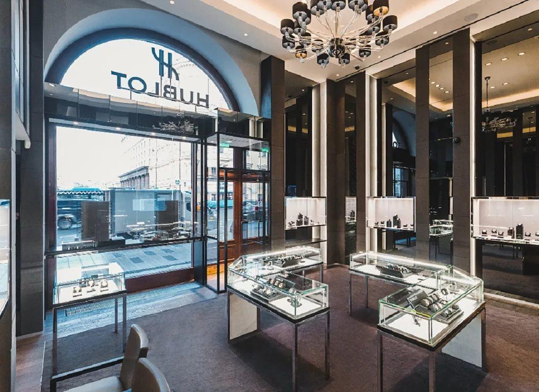 Valentino, Hublot и Versace не хотят платить за аренду своих бутиков