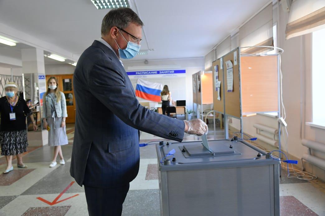 Юристы призывают не пускать на голосование по Конституции РФ людей без средств защиты