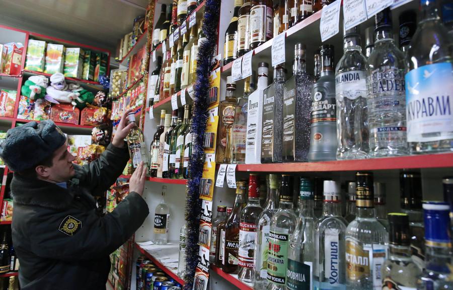 Минздрав требует поднять цены на алкоголь и табак