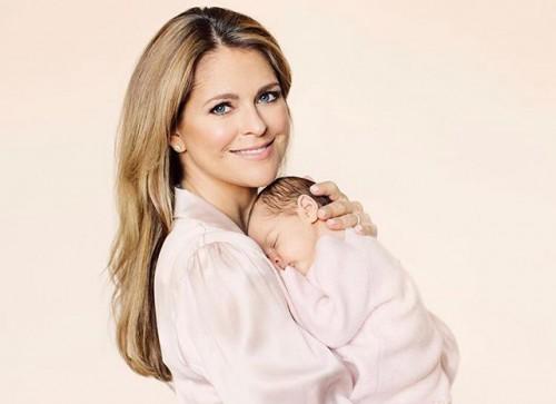 Шведская принцесса Мадлен с дочерью: официальные портреты