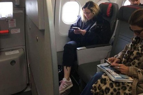 Мадонна летает эконом-классом