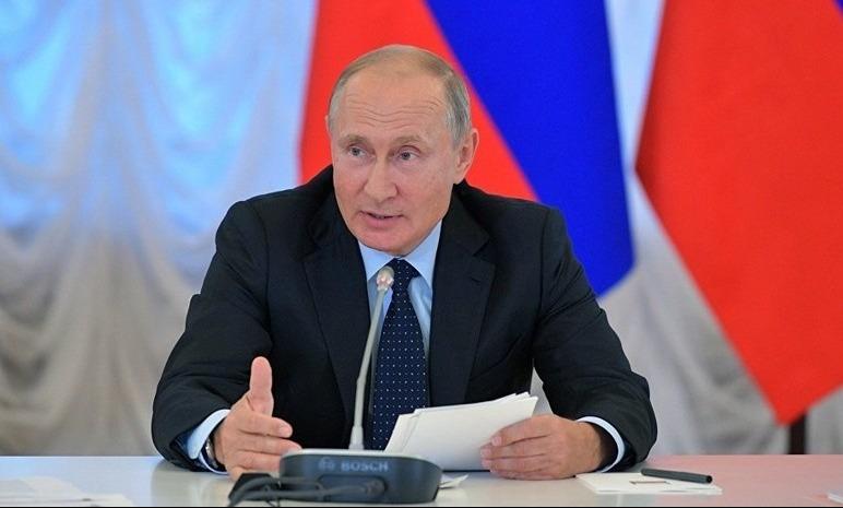 Путин пошутил над севшей на его место главой ХМАО