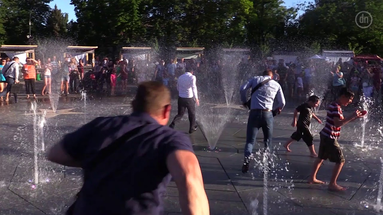 Общественность оценила побег Зеленского через фонтан