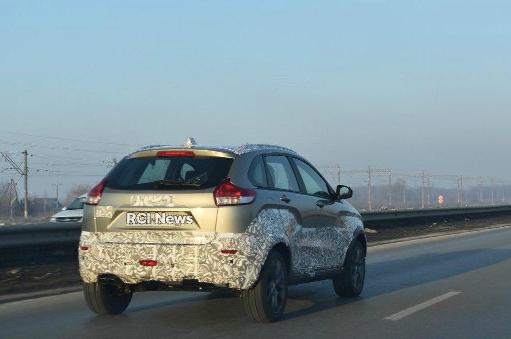 АвтоВАЗ вывел LADA XRAY Cross на дорожные испытания