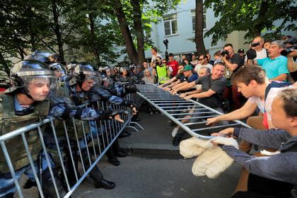Пострадавший от действий провокаторов москвич пообещал вешать оппозиционеров