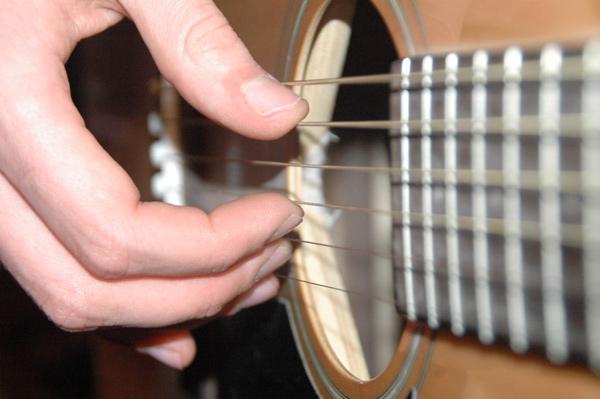 Игра на гитаре перебором для начинающих