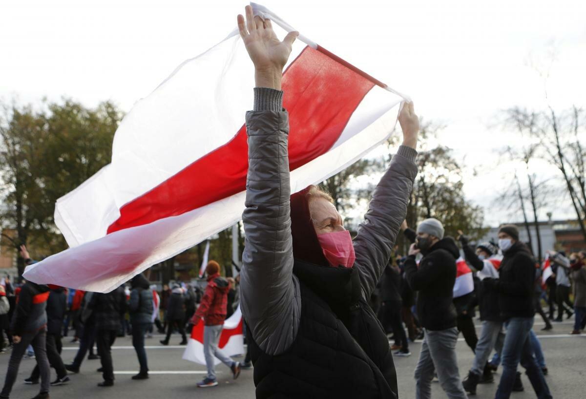 Запад обещает белорусам райскую жизнь, но только после госпереворота